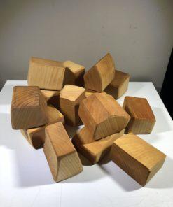 Naturbelassene Holz-Bauklötze nach Waldorf-Art (14 Stück)