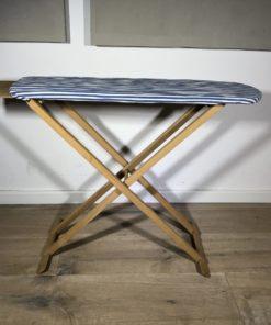 Bügelbrett aus Holz