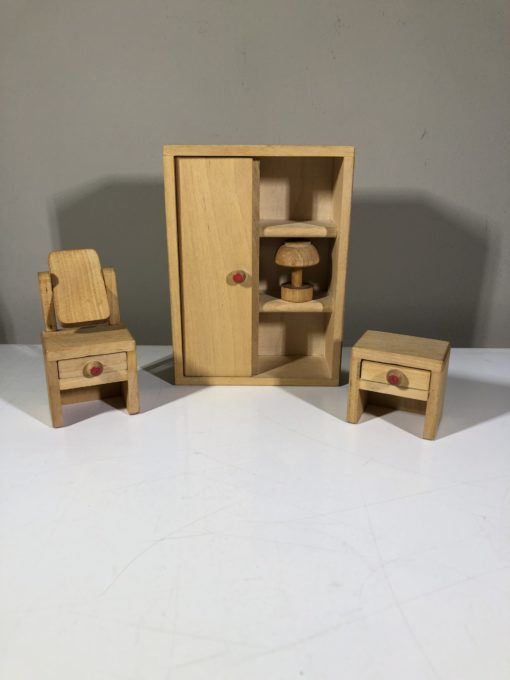 Puppenhausmöbel aus Holz